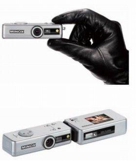 かつて、ミノックス社製の「スパイカメラ」は映画「007」などで使われた