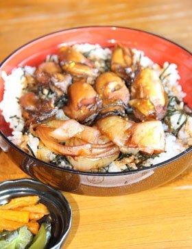 「牡蠣カバ丼」(1500円、「うなぎ湖畔食房 舘山寺園」)