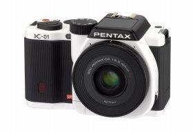 「PENTAX K-01」(ホワイト×ブラック)