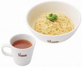 タレにしっかりと絡む香港風の細めんを使用(写真は、「つけ麺」)