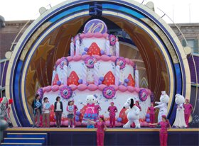 10周年記念ショー「ドリームズ・アー・ユ二バーサル」で大盛り上がり