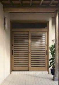 簡単カバー工法で、手軽に玄関をリフォーム