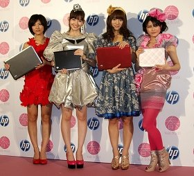 CM発表会に出席したAKB48のメンバー。左から宮澤佐江さん、小嶋陽菜さん、高城亜樹さん、横山由依さん