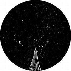 見上げたスカイツリーと星空のイメージ