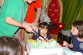 シンデレラのケーキを前に。