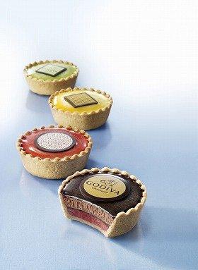 手前から、「ラズベリー&ダークチョコレート」、「ストロベリー&ホワイトチョコレート」、「レモン&ホワイトチョコレート」、「抹茶&ホワイトチョコレート」