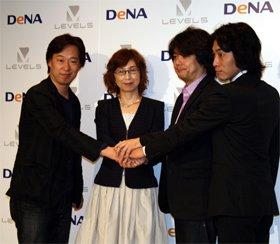 記者会見に出席した、左から守安功氏と南場智子氏(ディー・エヌ・エー)、日野晃博氏と小倉健氏(レベルファイブ)