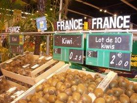 スーパーの青果コーナーでもフランス産の表示が目立つ