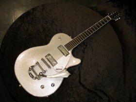 前田敦子さんが使っているのと同じモデル「GRETSCH G5236T」(写真提供:島村楽器)