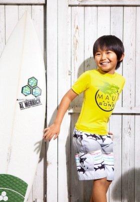 サーフファッションもばっちり決まった加藤清史郎くん