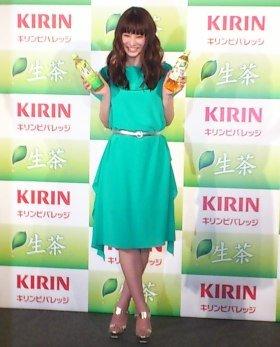 「キリン 生茶」のイメージキャラクターとして新たに起用された北川景子さん