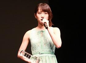 受賞の前田敦子さん
