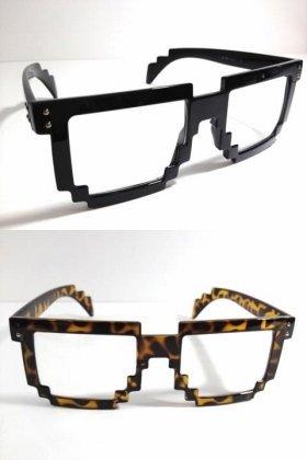 テクノなメガネ
