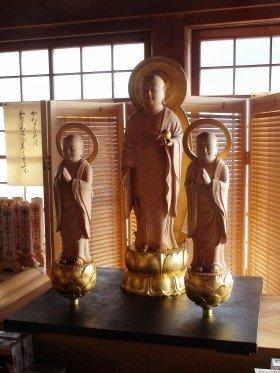 普門寺に納められた3体の「おやこ地蔵」