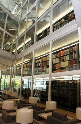 快適な環境を備えた「滞在型図書館」