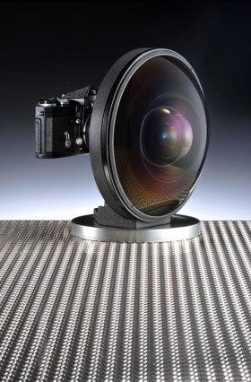 カメラが主か、レンズが主か…(カメラ店のブログより)