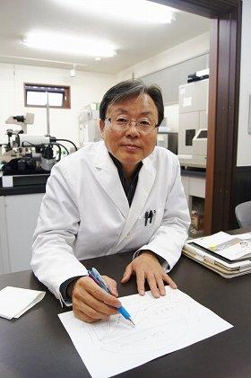 「菌も人間も食べるものは同じ。水も必要。台ふきんはそれがワンセットになっている」と指摘する李憲俊所長