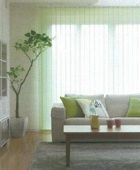 室内を明るく保ちながら夏の強い日射しをはね返す、節電スクリーン