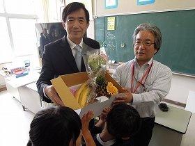 子どもたちへ台湾フルーツのプレゼント