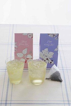 優しい味わいで、ごくごく飲める「白桃緑茶」と「グレープウーロン」