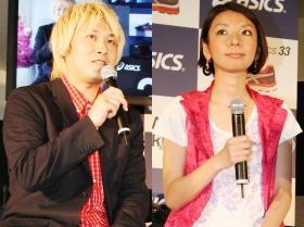 アシックス「33DREAMS」プロジェクト発表会に登場した津田大介さん(左)、安藤美冬さん(右)