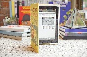 本物の本の表紙デザインをもちい、米国内でもっとも古い製本所で「製本」したという