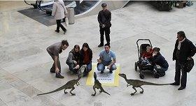 小型恐竜がすぐそばに…