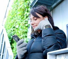 手袋にして受話器「hi-Call」。寒い季節に使いたい