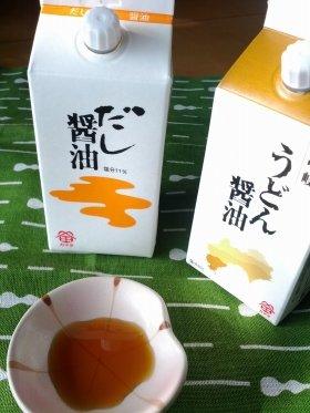 小皿に注いであるのは「だし醤油」。通常のしょうゆと比べると、色は淡め
