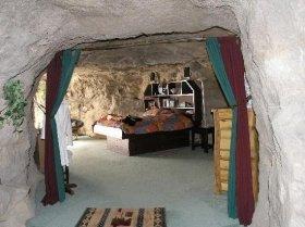 ジャグジーも完備した洞窟(どうくつ)住居