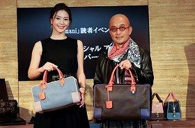 事前にオーダーしたバッグを手にした竹中直人さんと知花くららさん