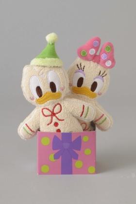 (その1)ドナルドダック&デイジーダックの「ぬいぐるみバッジセット」(1800円) (C)Disney