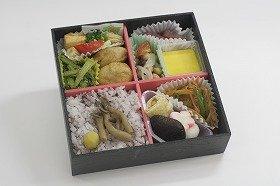 鎌倉女子大の学生と大船軒が共同開発した「かまくら旬菜弁当‐精進風」
