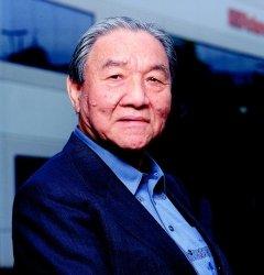グラミー技術賞を受賞した梯郁太郎・ローランド最高顧問