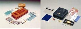 事業終了したプリントゴッコ。左は1977年発売の「B6」、右は95年発売の「PG-11」