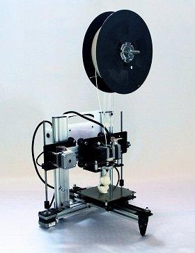 ホットプロシードの「Blade‐1」。映写機を思わせる独特のデザインは、素材をスムーズに流しだすための工夫の産物だ