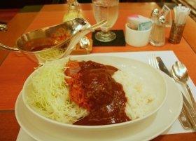 写真は、安倍晋三首相が食べたとされたことで話題になったホテルニューオータニのカツカレー