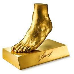 実物大「黄金の左足」