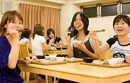 学生会館での食事のイメージ写真