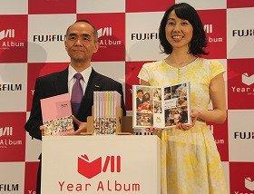 イメージング事業部長の山元正人さんとプロゴルファーの東尾理子さん