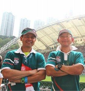 応援に駆けつけたセブンス元日本代表監督の村田亙さん(左)とラグビー元日本代表の大原勝治さん(右)