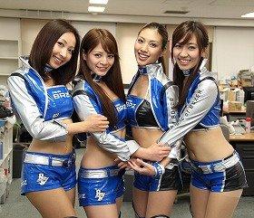 「BREEZE」の上條かすみさん、春菜めぐみさん、青山めぐさん、森江朋美さん(左から)