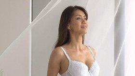 下着姿を披露したモデルの前田典子さん