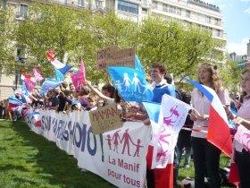 5月5日に行われた反対派デモ