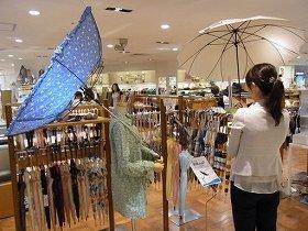 特設コーナーの様子。「あえて『おちょこ』に」の傘も