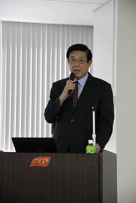 セミナーで講演をする藤田紘一郎名誉教授