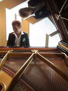 「歌っているように弾いています」と話す今井亮太郎