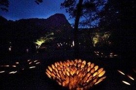 3000個の竹灯籠が真夏の宵を演出。