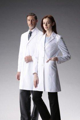 白衣なのにスラッときれいなシルエット