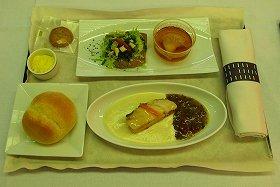 東北の素材を生かした機内食もお目見えする。写真の料理はイタリアンレストラン「アル・ケッチァーノ」がプロデュースした